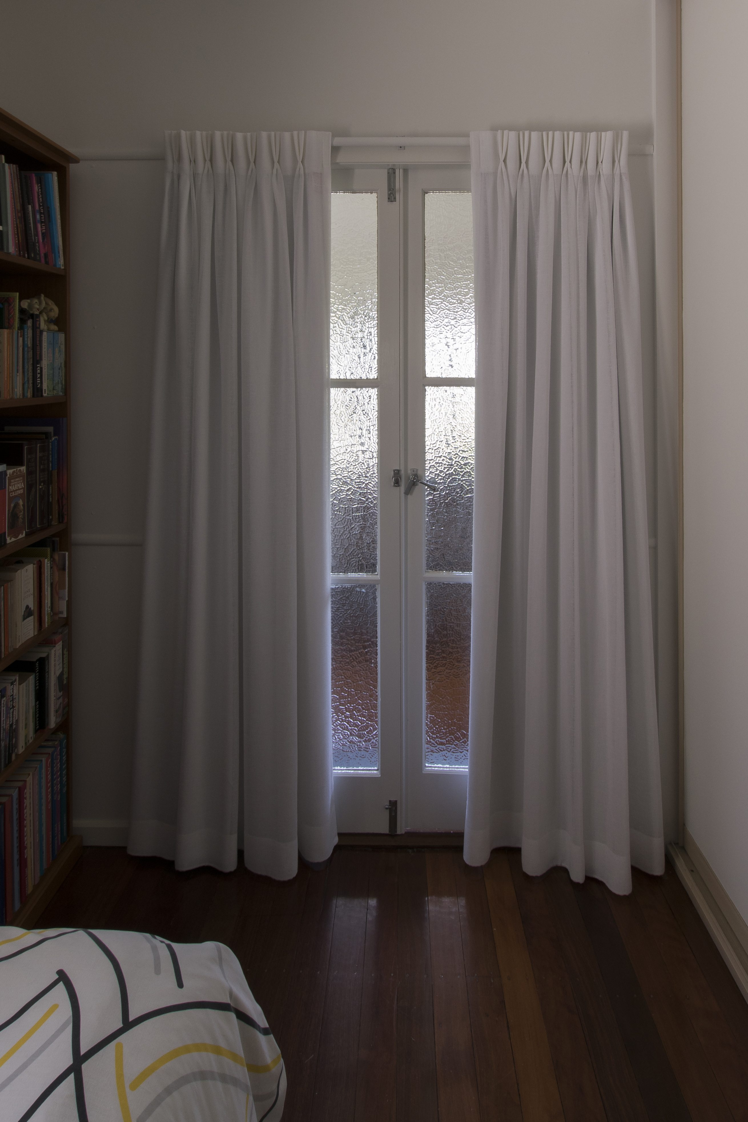 Double pinch pleat, centre open over french doors